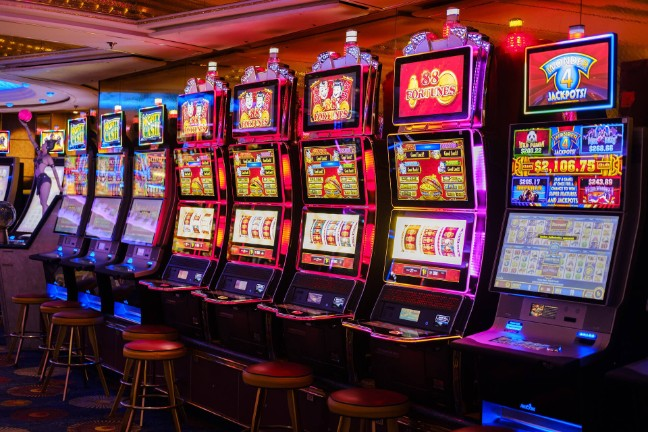 How safe is it to play online slot games